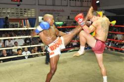 Cyrus scores KO over Harlee Avison @ Patong Thai Boxing Stadium