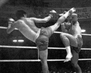 muay-thai-head-kick-old
